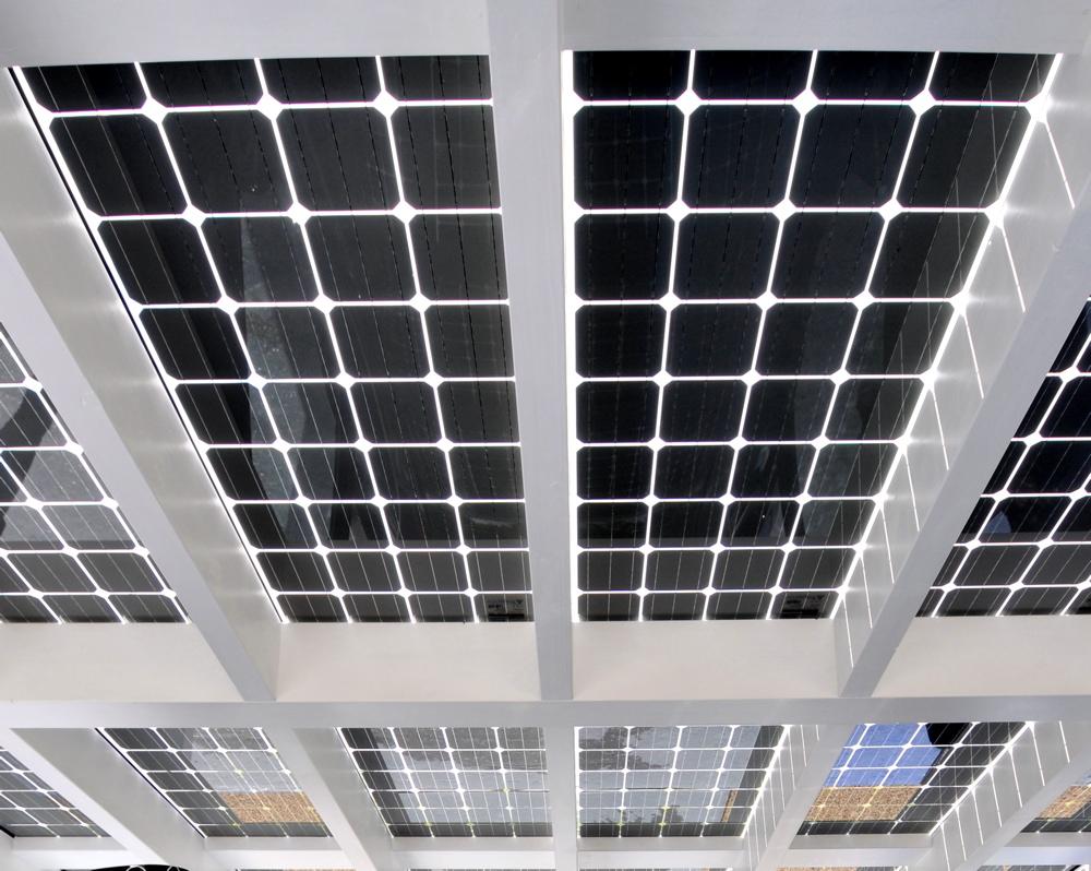 Carport solaire transparent