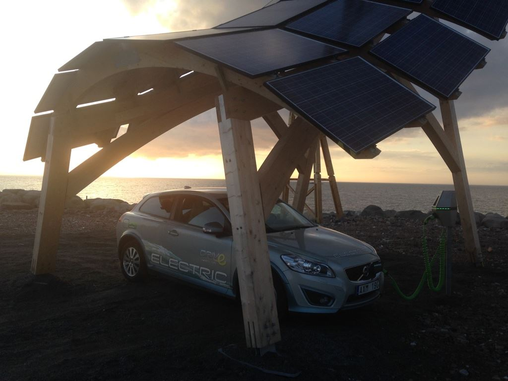 Carport solaire + éolien